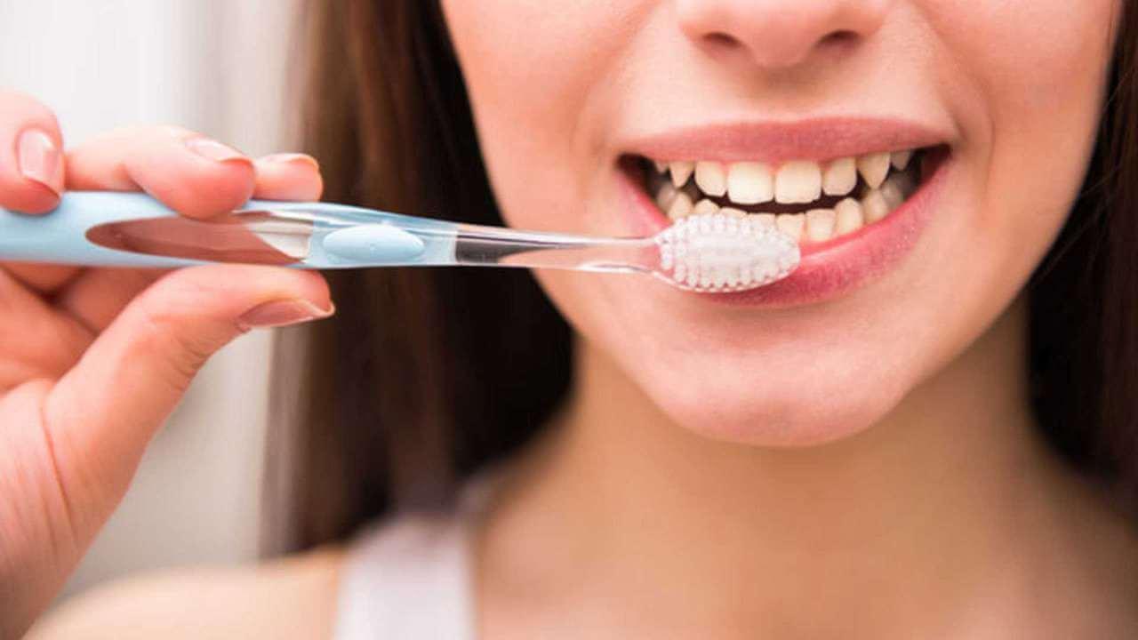 Как и чем надо чистить зубы. Спорим, не знали?