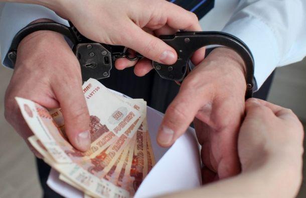Петербургского полицейского задержали за взятку в 3 млн рублей