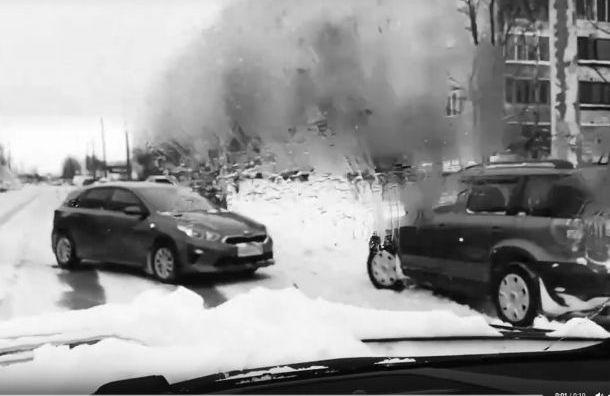 Петербуржец посвятил стих покрытой снегом улице и аварии