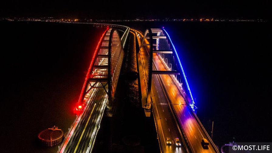 По Крымскому мосту открыли грузовое железнодорожное движение