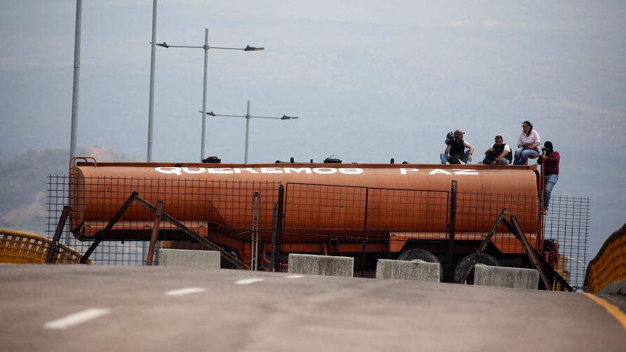 Грузовик с цистерной топлива вылетел с дороги под Ставрополем