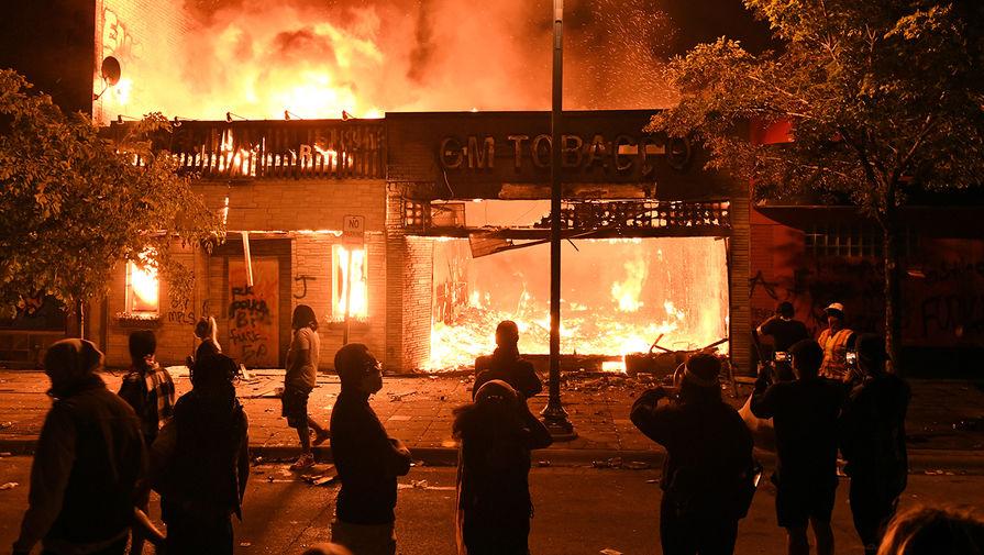 Появилось видео сожженного дотла клуба в Миннеаполисе, где работал Флойд
