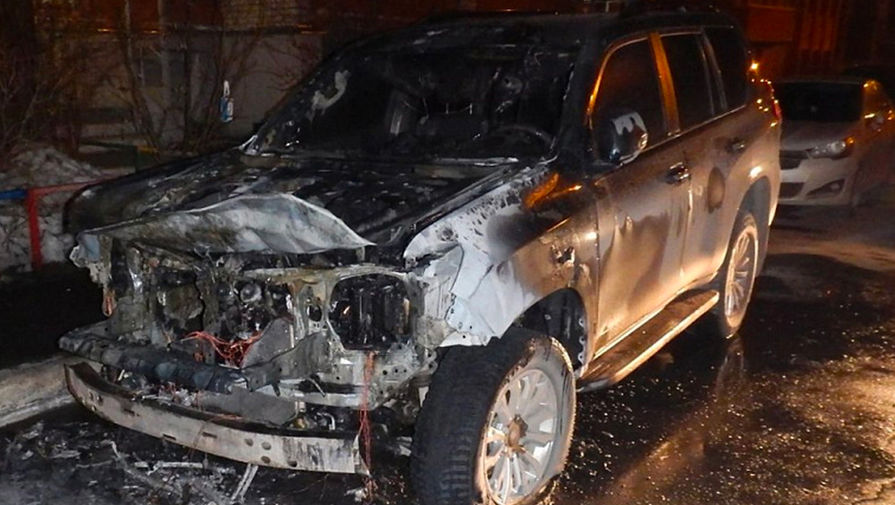 Житель Вологды сжег внедорожник за 4 млн рублей, который обрызгал его на дороге