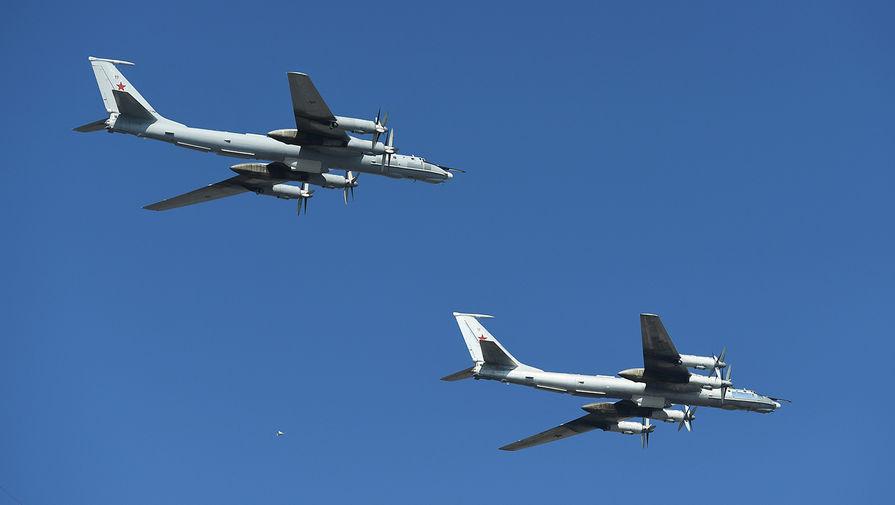 Противолодочный самолет Ту-142 провел наблюдательный полет над Черным морем