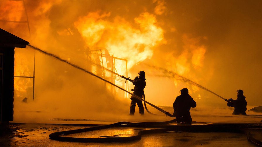 В Сургуте двое детей стали жертвами пожара в частном доме