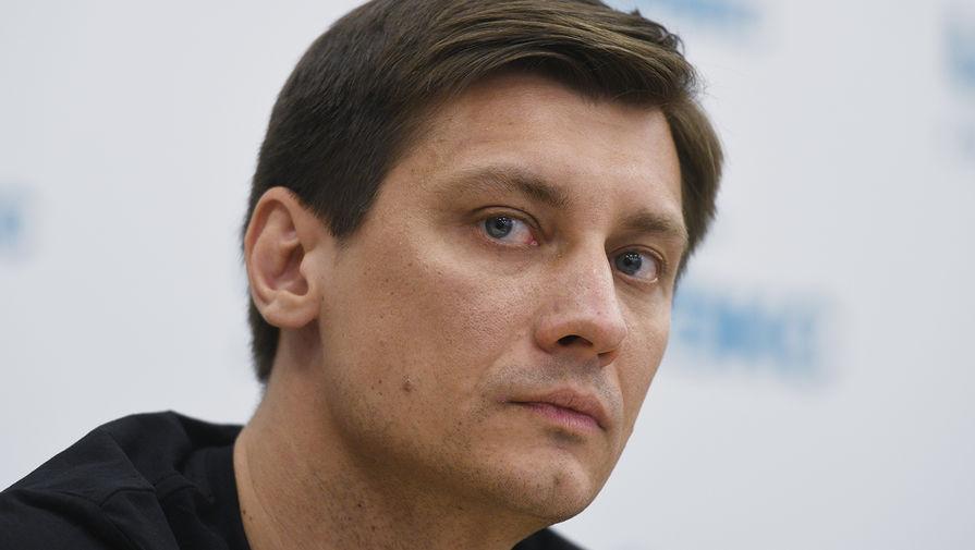 Тетя политика Гудкова не планирует выезжать из России