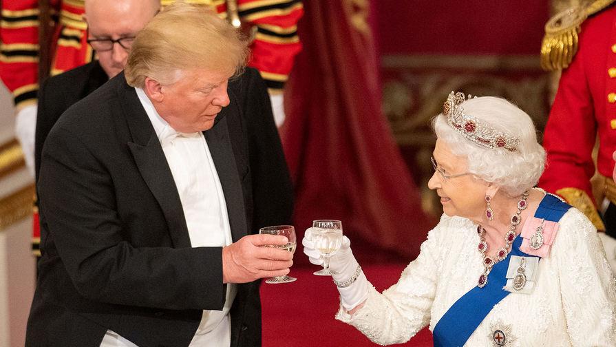 Елизавета II провела телефонный разговор с Трампом