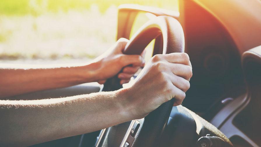 Российским автомобилистам рассказали, зачем включать печку летом