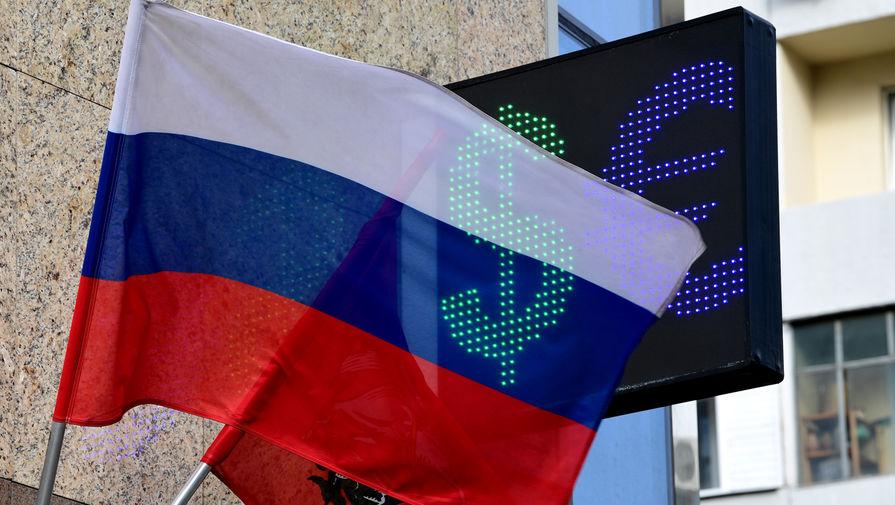 Курс доллара поднялся выше 71 рубля впервые за месяц