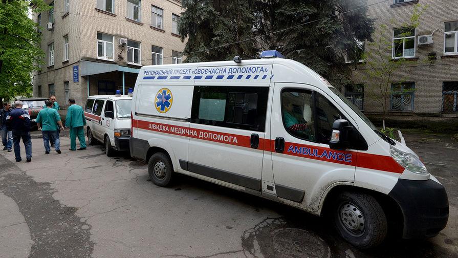 Один человек пострадал во время акции радикалов возле офиса Медведчука в Киеве