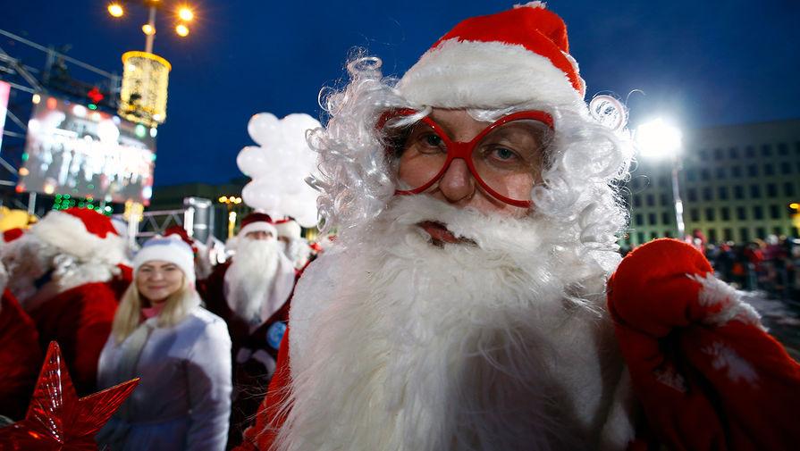 Переодетый в Деда Мороза мужчина украл велосипед в Кирове