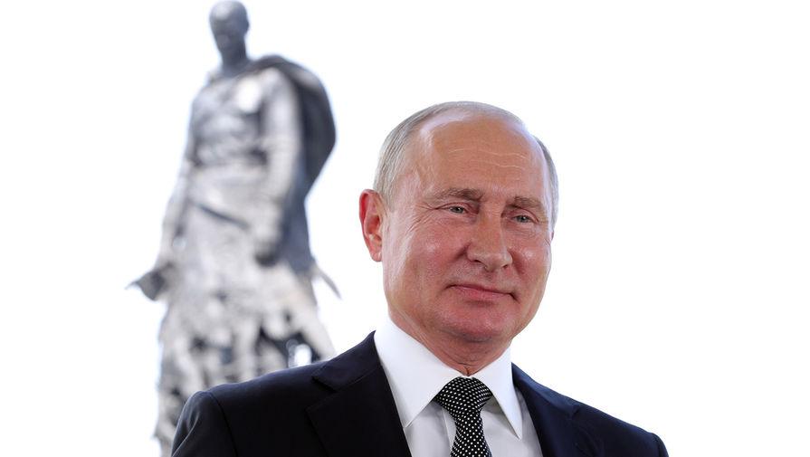 Путин призвал продолжить поисковую работу подо Ржевом