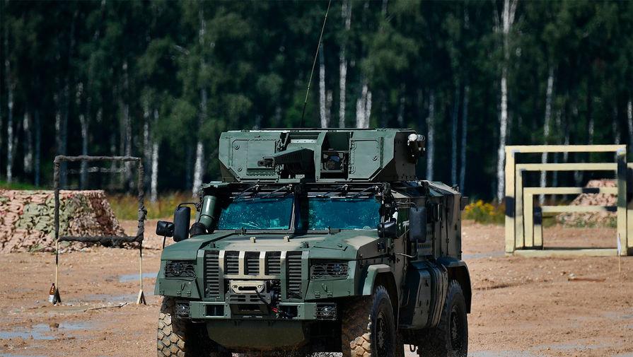 Российская армия получила новую бронемашину 'Напарник'