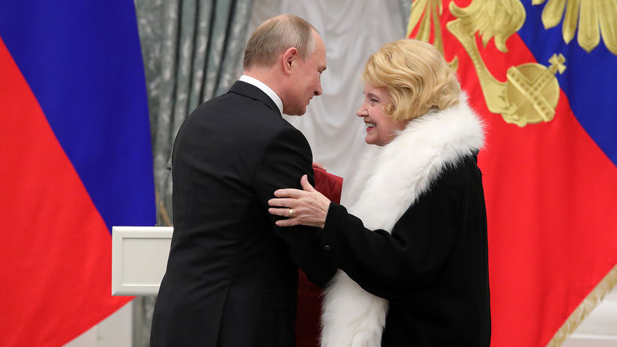 Доронина попросила Путина 'изгнать' из МХАТа худрука