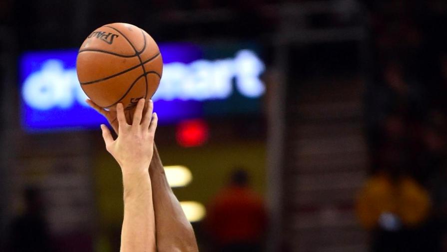 'Денвер' вышел в полуфинал плей-офф НБА