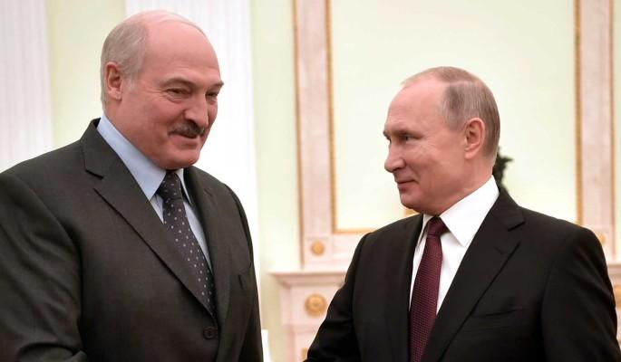 Лукашенко решил обратиться к России из-за протестов: Надо связаться с Путиным
