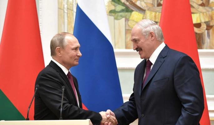 Кремль прокомментировал заявления Лукашенко о внешней угрозе: Не согласовывает с Путиным