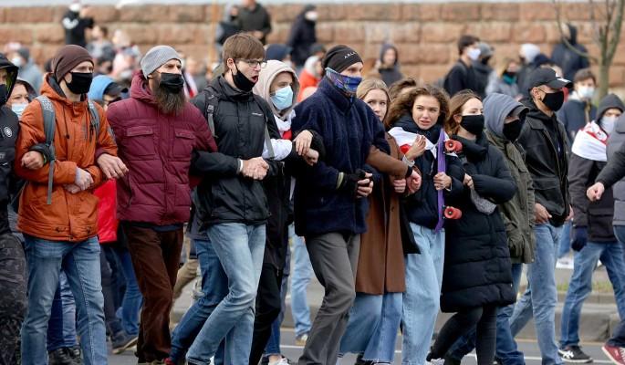 Белорусским студентам рассылают SMS со странным предложением от Лукашенко