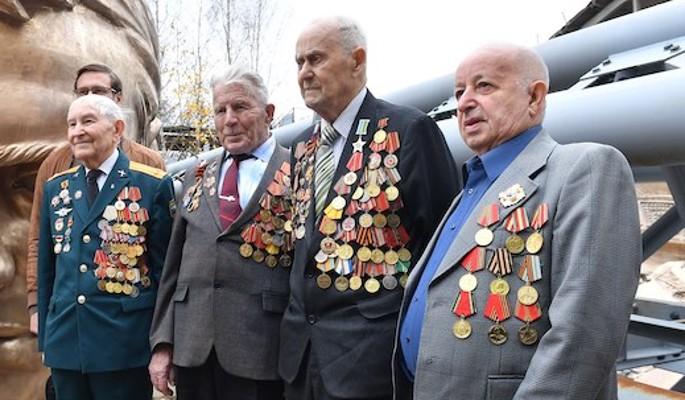 Волонтеры Победы навестили ветеранов 23 февраля