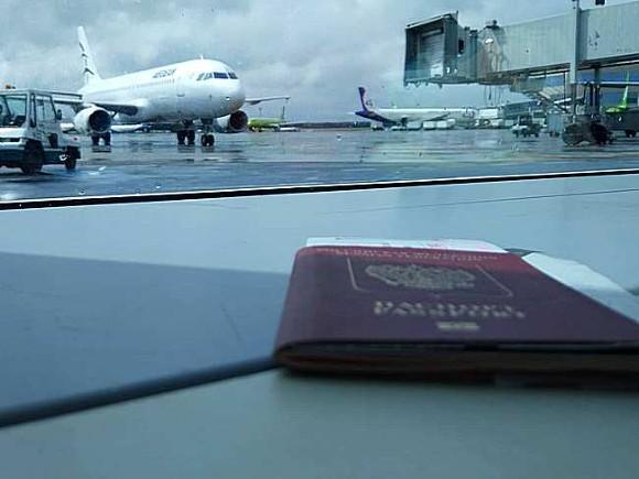Прокуратура изучает обстоятельства аварийной посадки самолета Москва — Салехард в «Пулково» с сотней пассажиров на борту