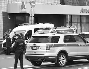 Захвативший заложников в банке в центре Москвы выдвинул требование
