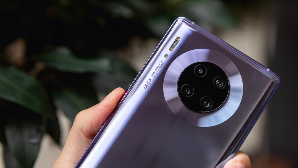 Huawei Mate 30 Pro получает обновление EMUI 11