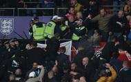 Венгерские фанаты подрались с английскими полицейскими