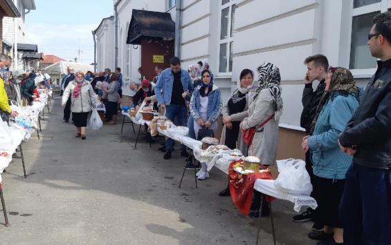 В храмах Курска идут пасхальные богослужения