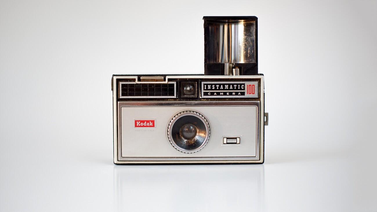 Упустила рынок цифровых фотоаппаратов, потеряла госконтракт и переключилась на производство лекарств: история Kodak