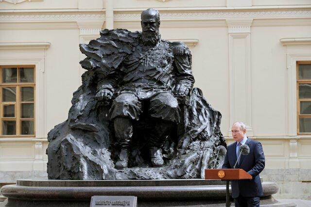 На памятнике Александру III, открытом Путиным, заметили историческую неточность. Проект курировало Российское военно-историческое общество