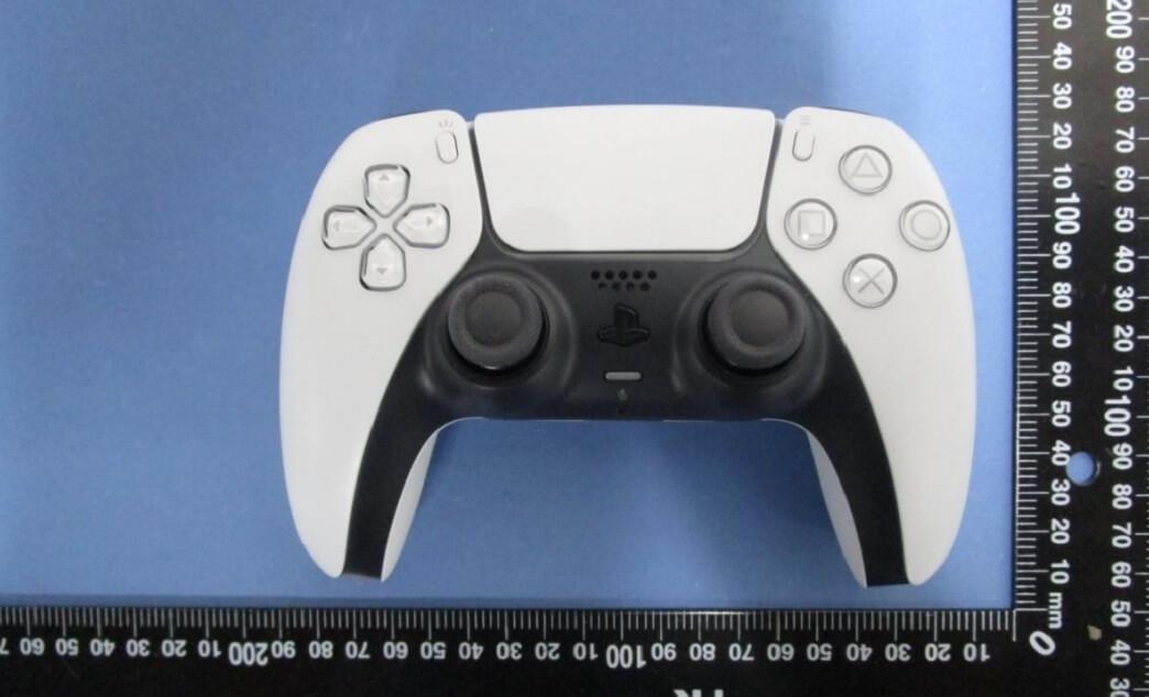 PlayStation 5 показали на «живых» фотографиях