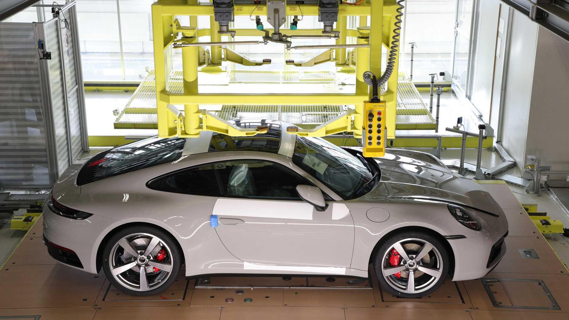Покупатели Porsche могут увидеть сборку своего автомобиля