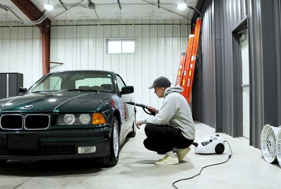 Видео: 26-летний кабриолет BMW восстановили до идеального состояния