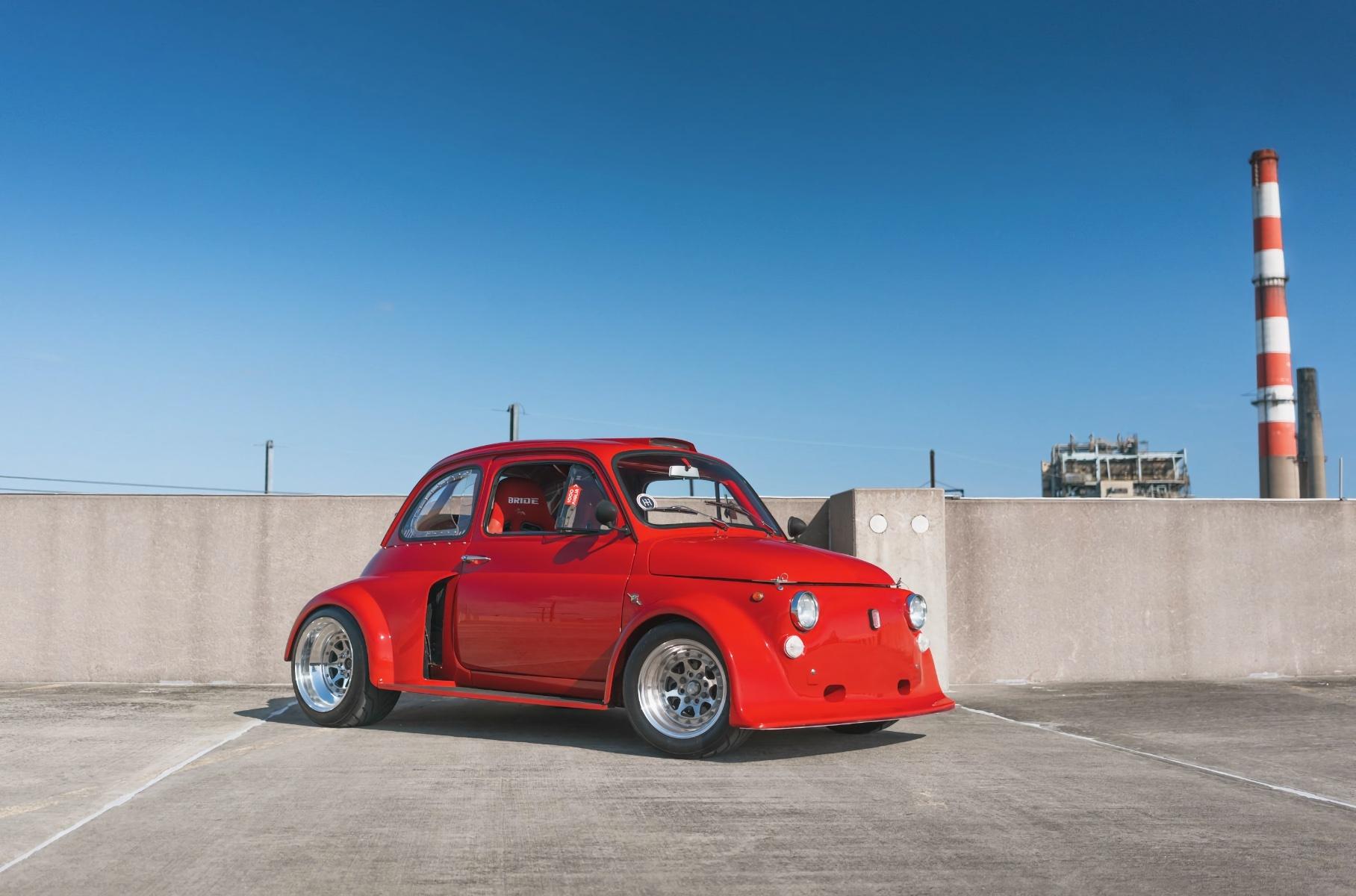 На продажу выставили очень широкий Fiat 500 с двигателем от Civic Type R