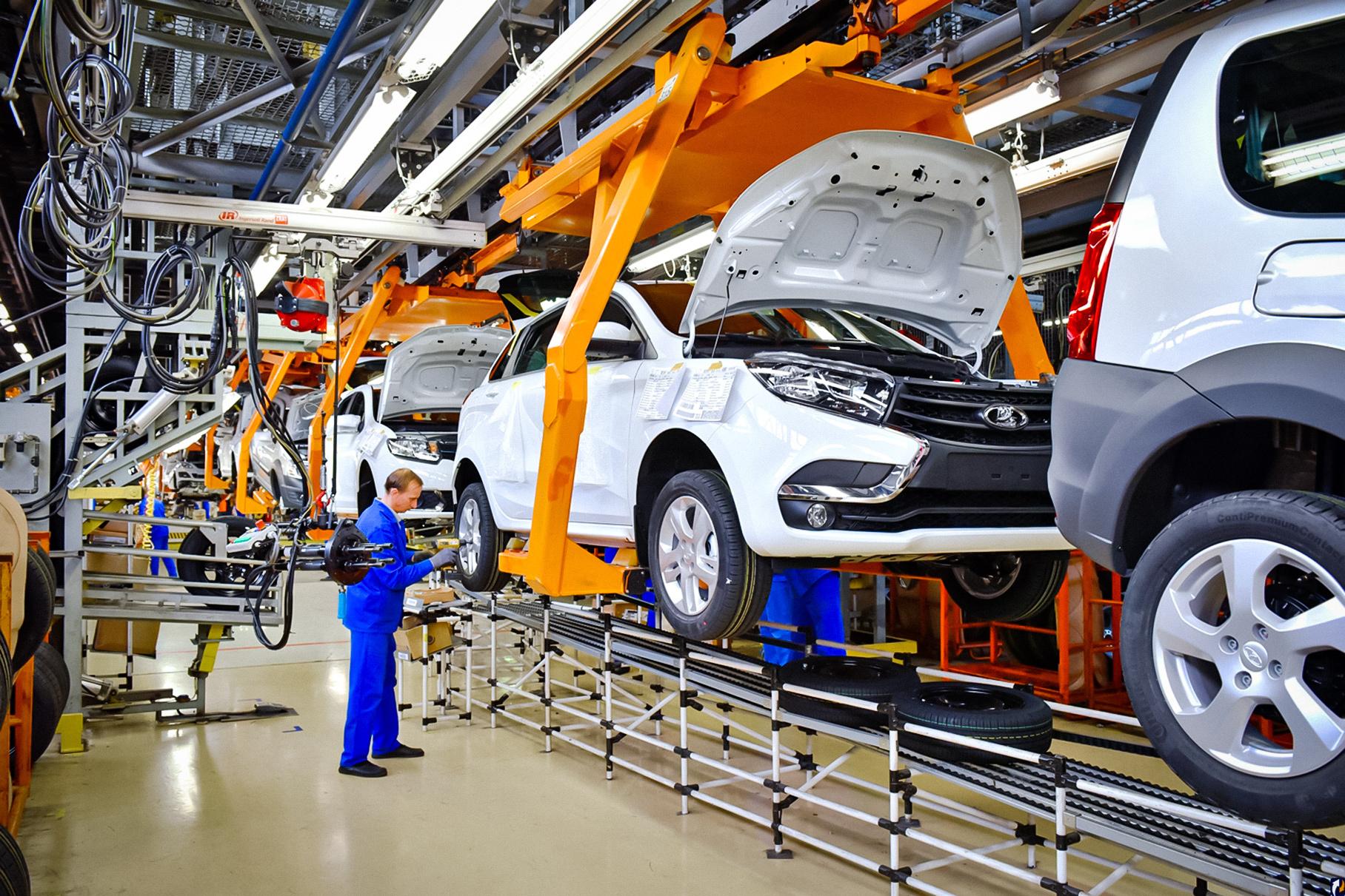 В России рухнуло производство легковых автомобилей