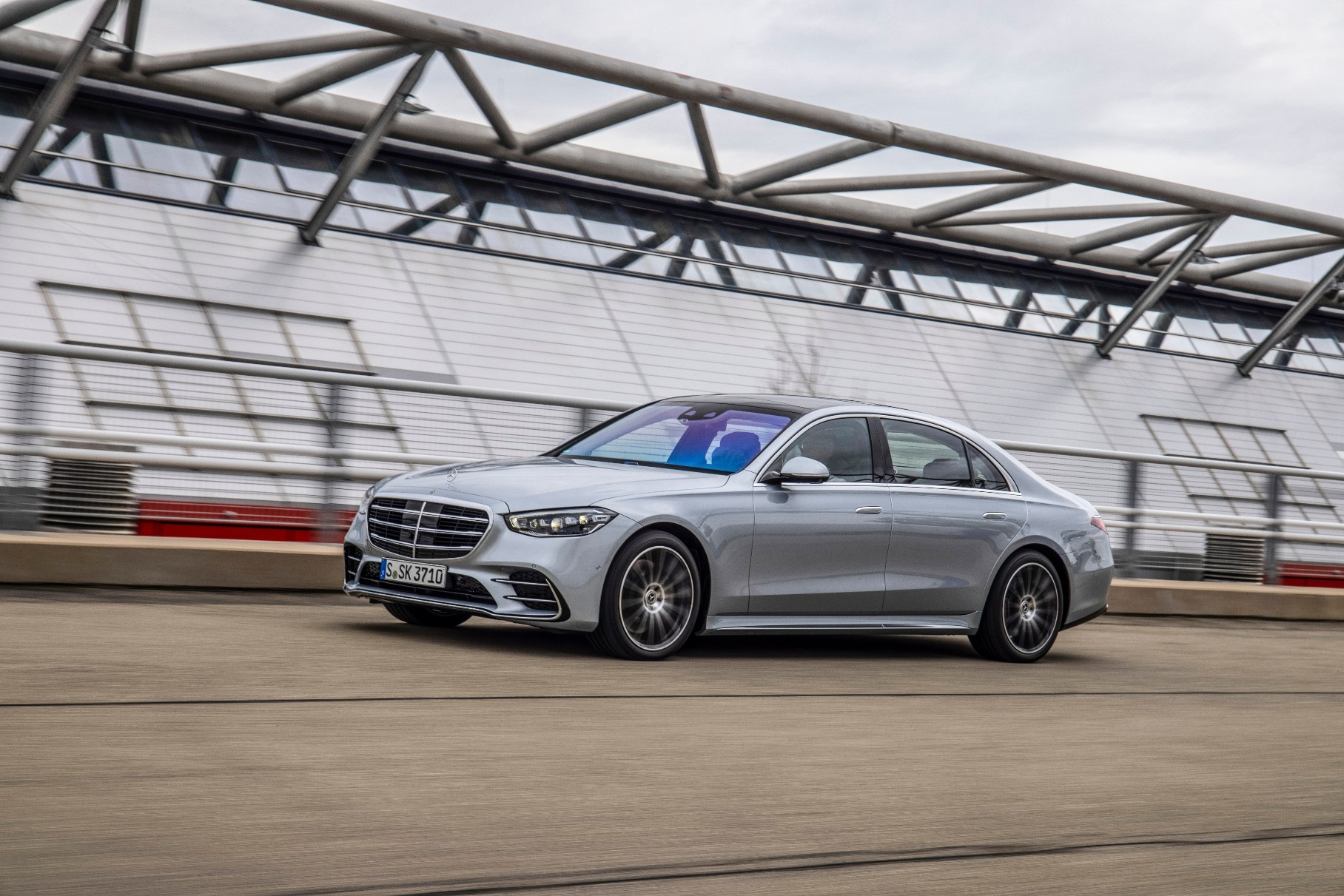 До России добрался Mercedes-Benz S-Class с мотором V8