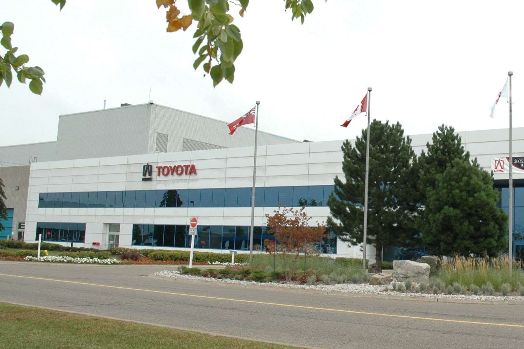 Toyota приостановила сборку RAV4 и Lexus RX из-за вспышки коронавируса на заводах