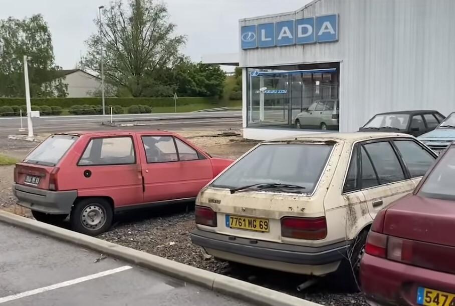 Видео: посмотрите на заброшенный французский автосалон, в котором гниют Lada
