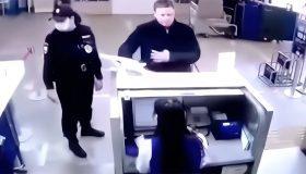 Уволенного за маты в аэропорту замглавы Минпромторга еще и оштрафовали как хулигана