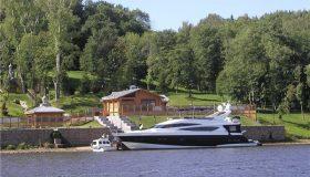 Яхту Медведева попытались продать через Avito