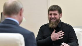 Итоги дня: столичные тайны Кадырова, урезанные нацпроекты Силуанова и свобода разоблачителю Серебренникова