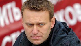 Свои отравили? Немецкие СМИ выдвинули версию после обнаружения «Новичка» в номере Навального