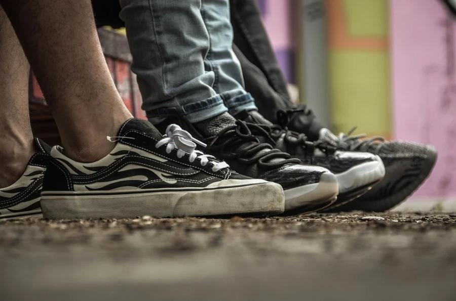 «Что за мода такая?»: владивостокцы озадачены поведением подростков