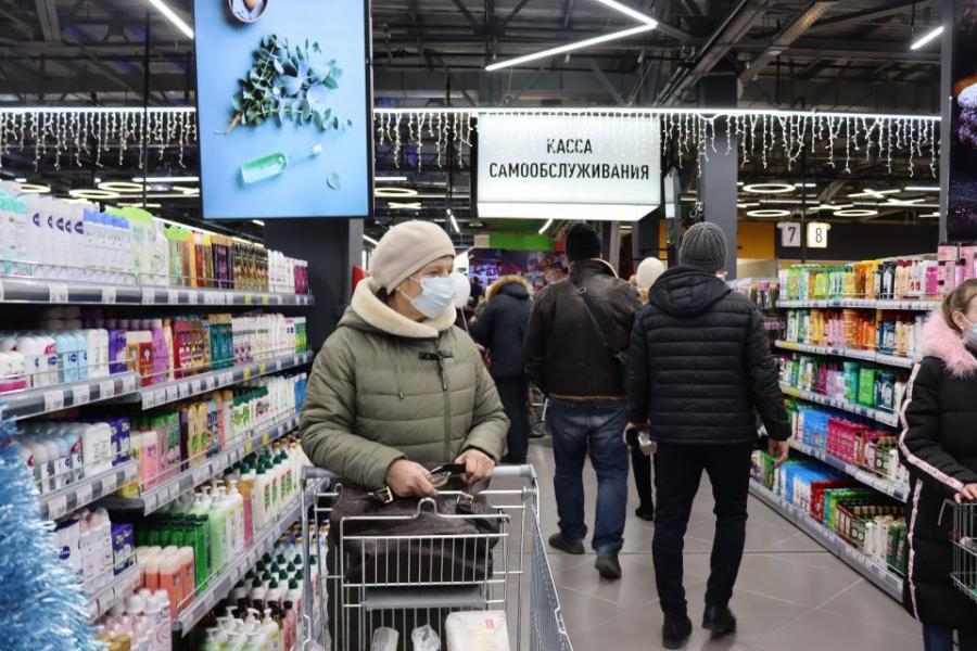 «Вскрыл упаковку и испугался»: в Приморье товар из супермаркета поразил покупателя