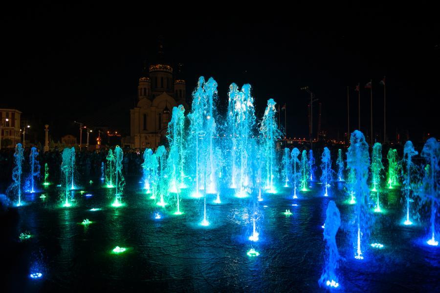 Сбер запустил музыкальный фонтан на главной площади Владивостока