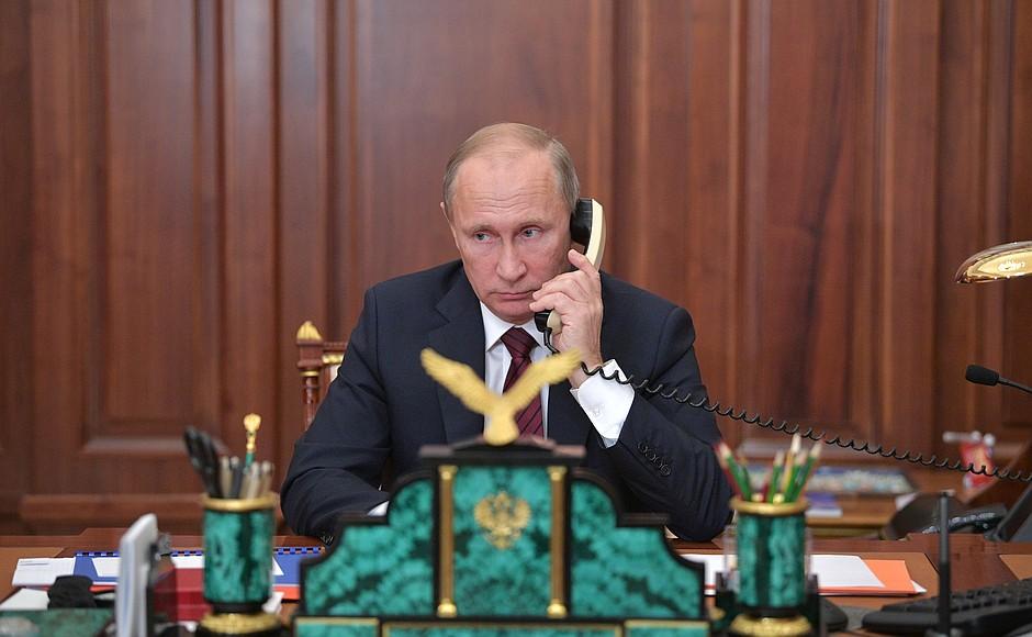Лукашенко поговорил с Путиным о ситуации внутри и вокруг Белоруссии