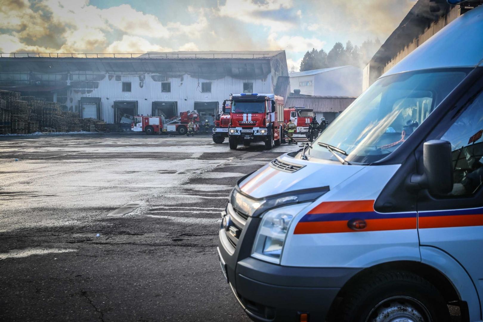 Более двух тысяч человек эвакуировали из ТЦ в Мытищах из-за пожара