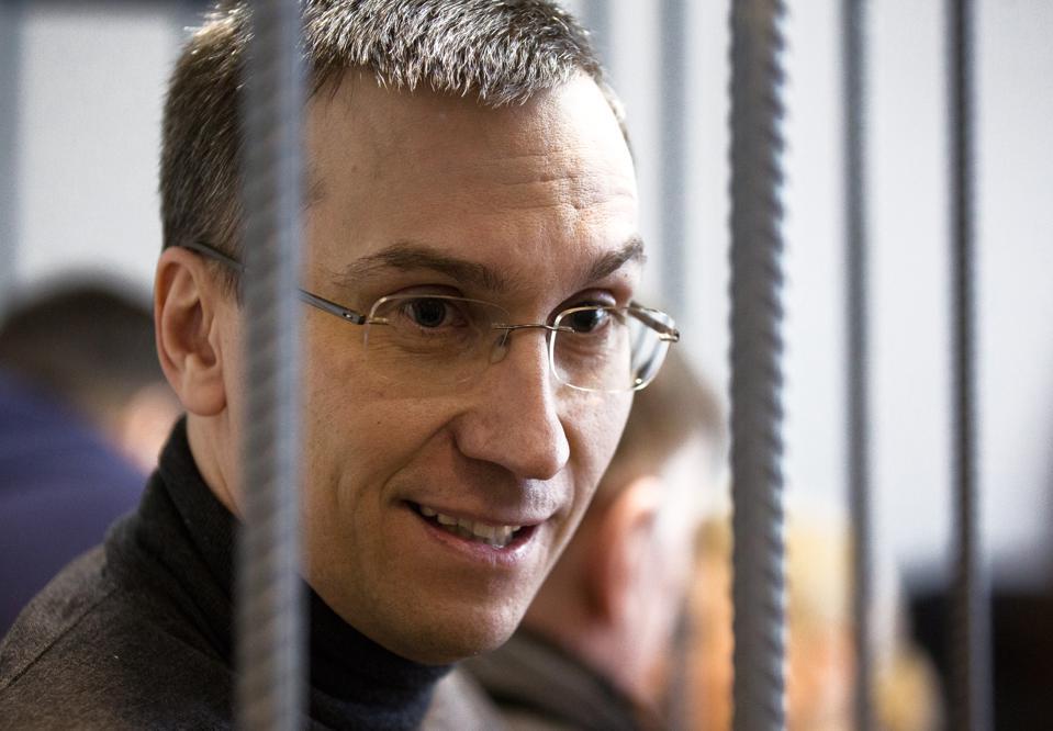 «Обширные связи в правоохранительных органах и ЦБ РФ»