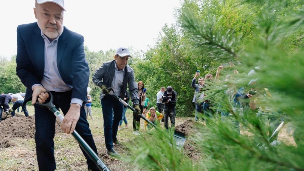 Евгений Куйвашев принял участие в акции «Сима-Ленда» по уборке парка
