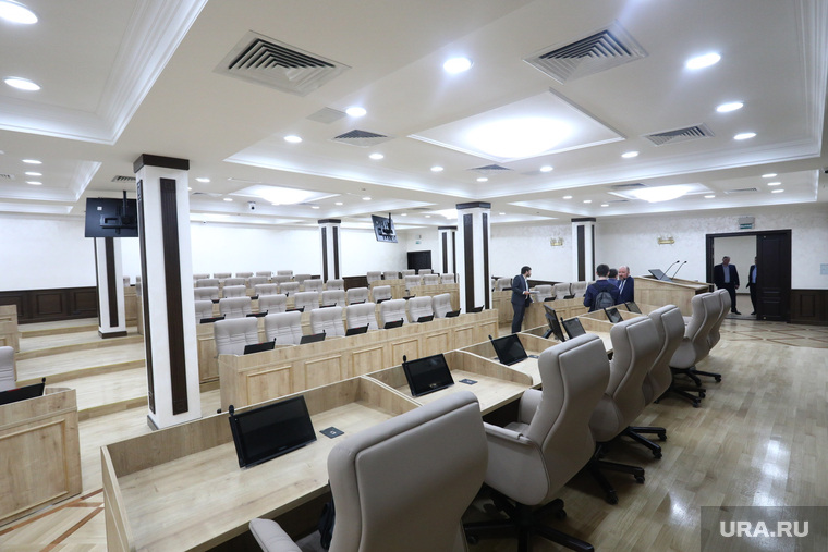 Депутаты Екатеринбурга требуют продать зал для заседаний